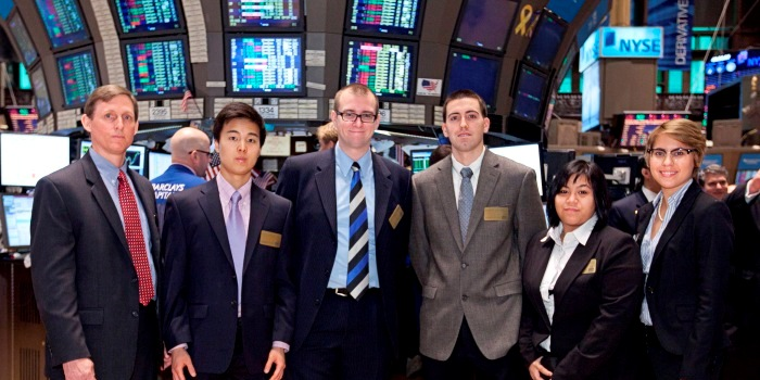 Tom Sabroe '88, with students at NYSE